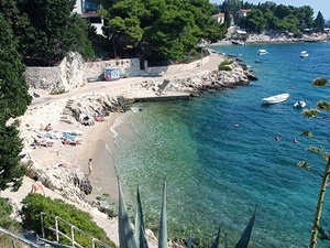 pláž ve městě hvaru ostrov hvar